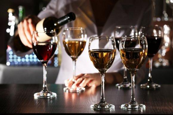 Bar offrant un happy hour tous les jours entre 17h et 20h
