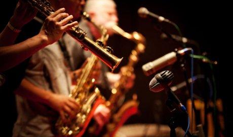 Retrouver une ambiance blues, jazz et country dans un bar brasserie